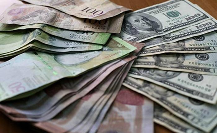 Expertos analizan múltiples factores para explicar descenso del dólar paralelo