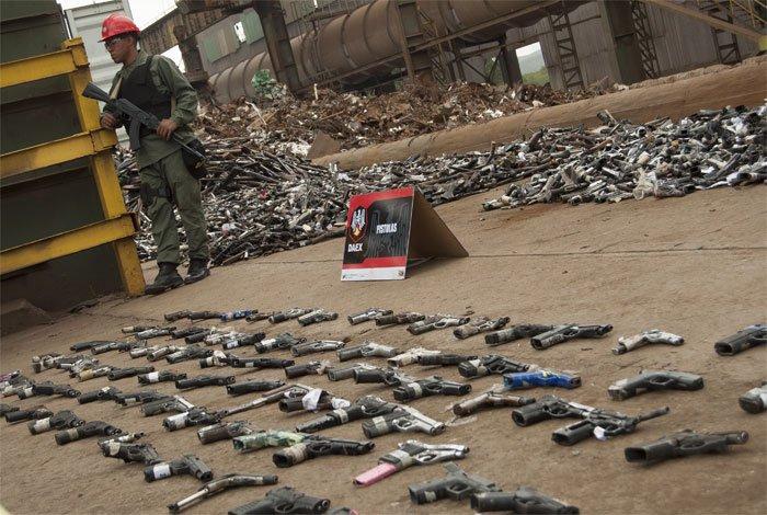 Al menos 16 toneladas de armas serán fundidas y utilizadas para construcción de monumentos