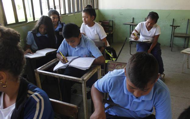 Colegios privados rechazan el nuevo currículo educativo