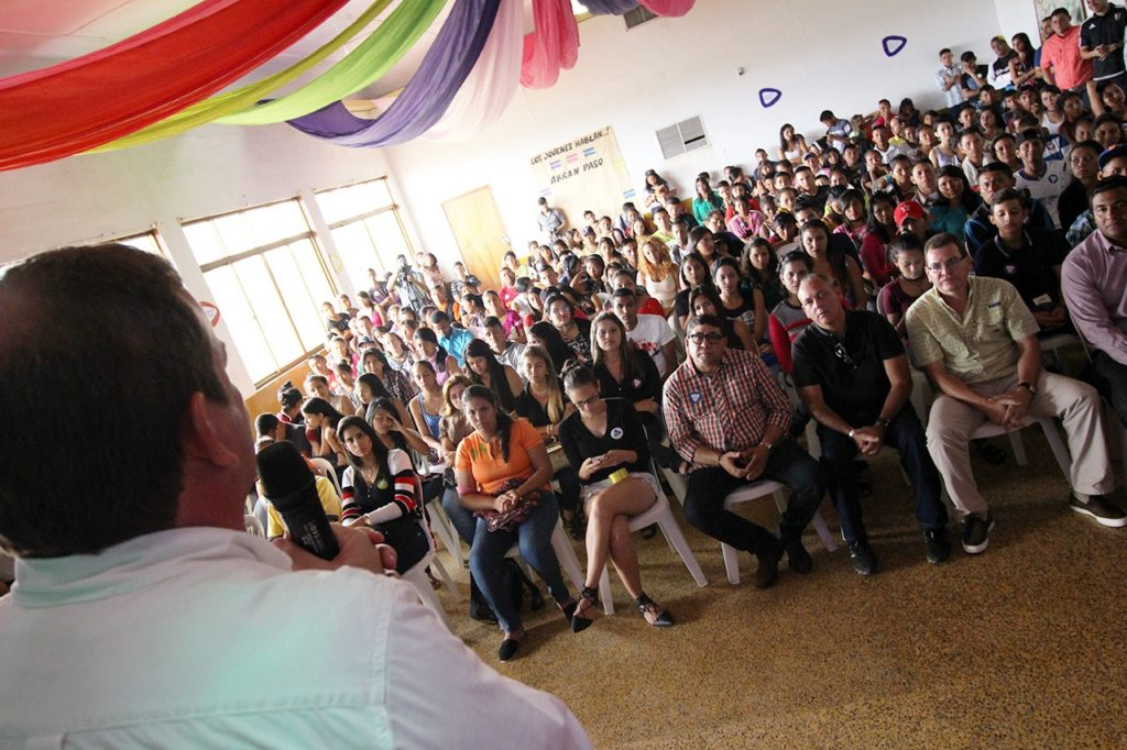 """Jóvenes de Jesús Enrique Lossada dicen """"abran paso"""" al futuro"""