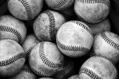 La LVBP prohibió a los equipo regalar las pelotas durante los partidos