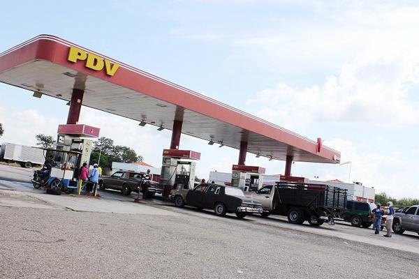 Asaltaron estación de servicio y se robaron tres vehículos en Santa Rita